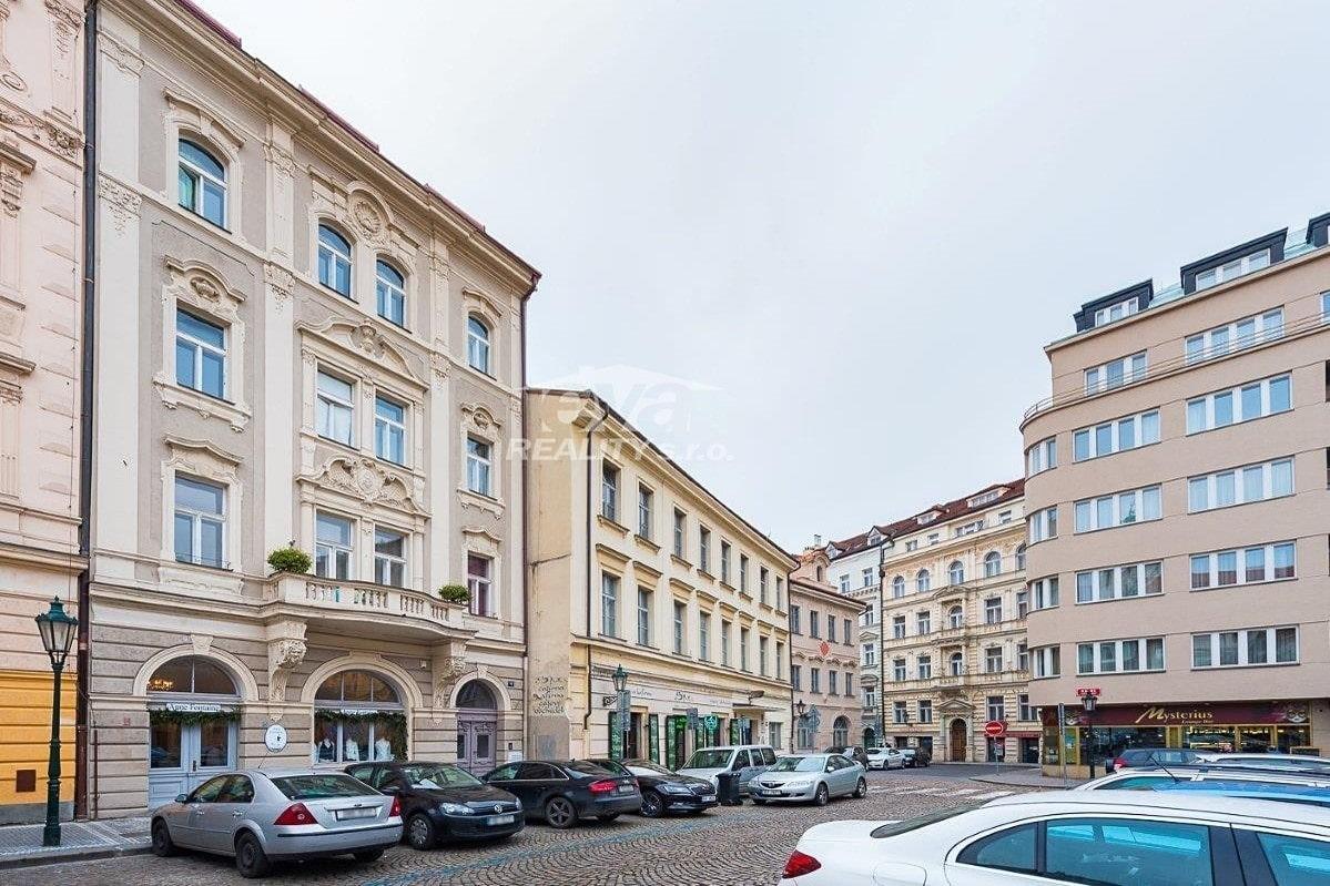למכירה דירת 2+1 בגודל של 68 מר בעיר העתיקה של פראג (11)