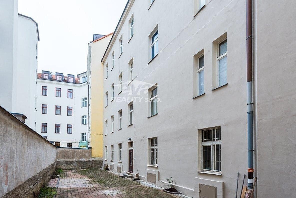 למכירה דירת 2+1 בגודל של 68 מר בעיר העתיקה של פראג (12)