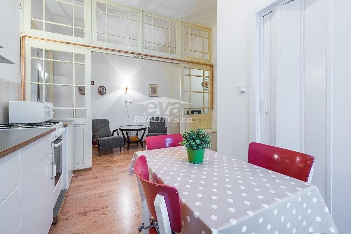 למכירה דירת 2+1 בגודל של 68 מר בעיר העתיקה של פראג (3)