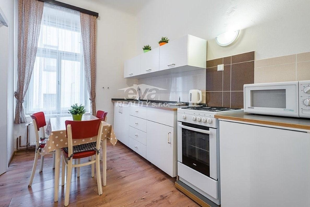 למכירה דירת 2+1 בגודל של 68 מר בעיר העתיקה של פראג (4)