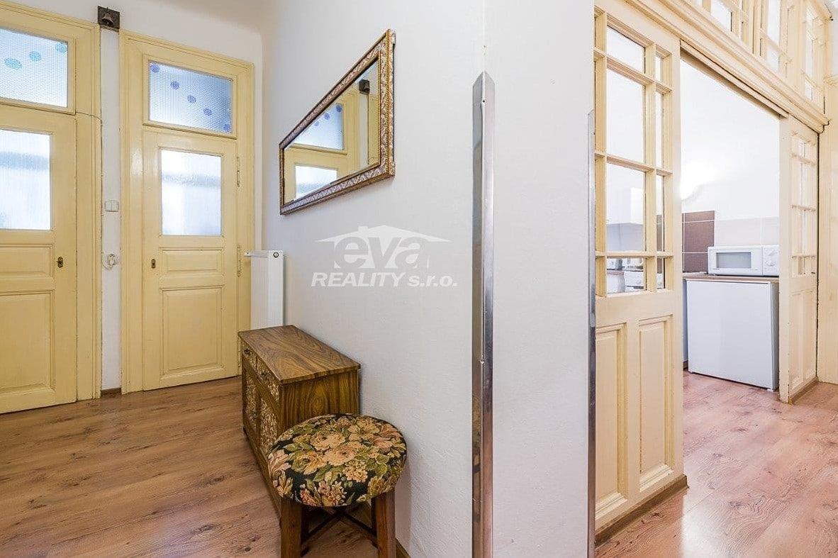 למכירה דירת 2+1 בגודל של 68 מר בעיר העתיקה של פראג (7)