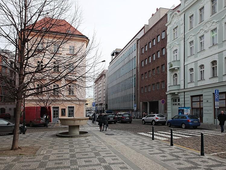 למכירה דירת 3+1 לפני שיפוץ בגודל 83 מר בפראג 1 (2)