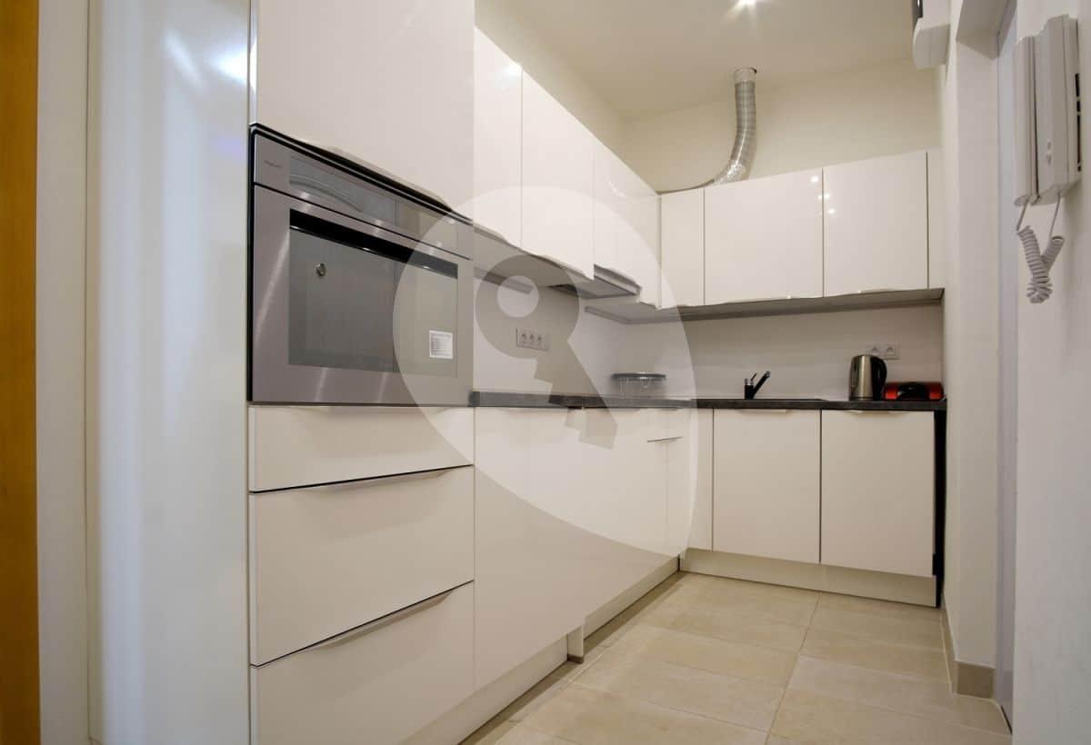 למכירה דירת 1+1 בשכונת ליבן בפראג (2)