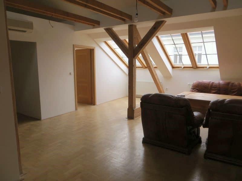 דירת 4+1 ממש מיוחדת למכירה צמוד לכיכר ואצלב בפראג (5)