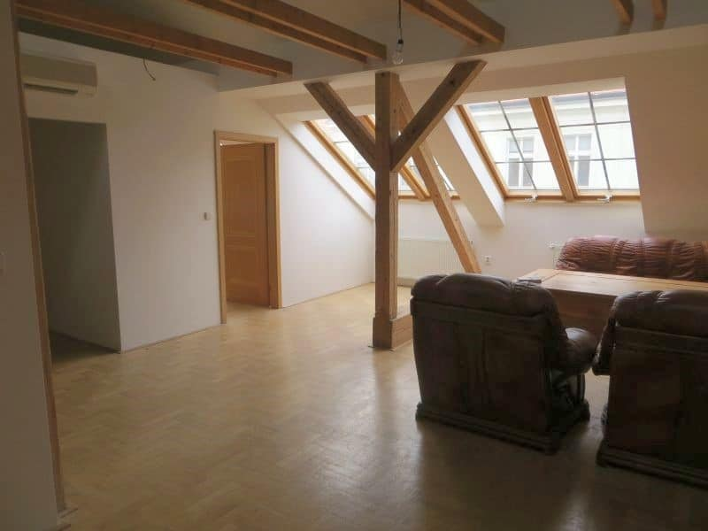 דירת 4+1 ממש מיוחדת למכירה צמוד לכיכר ואצלב בפראג (8)
