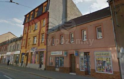 """למכירה בניין דירות משופץ בפילזן – 730 מ""""ר"""