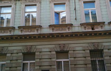 למכירה בניין בפראג 2 צמוד למטרו Karlovo Namesti