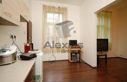 """למכירה בפראג 2 דירת 2 חדרים + פינת מטבח, 40 מ""""ר"""