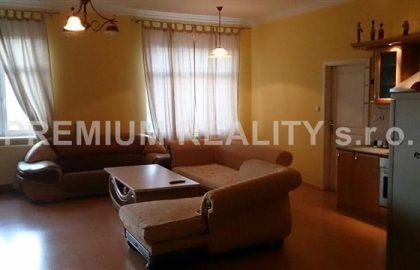 """למכירה בשכונת נוסלה בפראג 4 דירת 2 חדרים ענקית – 80 מ""""ר"""