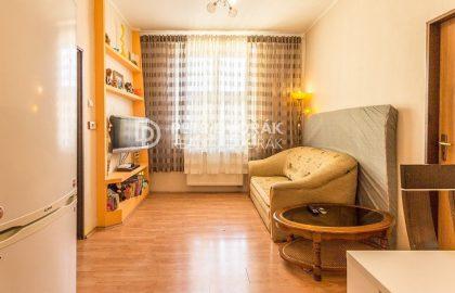 למכירה דירה בת 2 חדרים בפראג 4 במיקום מנצח!