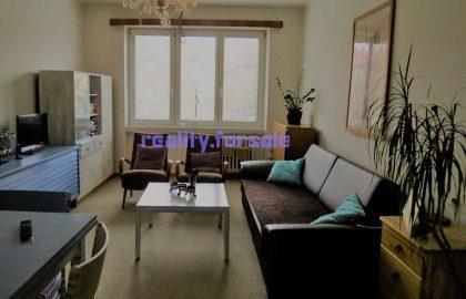 """למכירה דירה יפהפיה 2+1 בגודל 54 מ""""ר בפראג 9"""