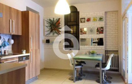 """למכירה דירה יפה ומפנקת בגודל 100 מ""""ר בשכונת קרלין בפראג"""