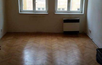 למכירה דירה מקואופרטיב 1+1 בשכונת קרלין, פראג 8