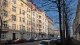 למכירה דירה ענקית בשכונת וינוהרדי היוקרתית בפראג (19)