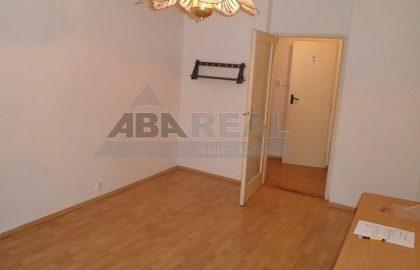 """למכירה דירת 1+1 בגודל 35 מ""""ר בשכונת ליבן בפראג 9"""