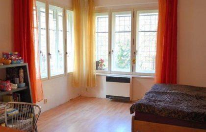 """למכירה דירת 1+1 חדרים על 52 מ""""ר בקרלין, פראג 8"""