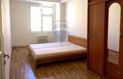 """למכירה דירת 2 חדרים בגודל 52 מ""""ר בשכונת ז'יז'קוב"""