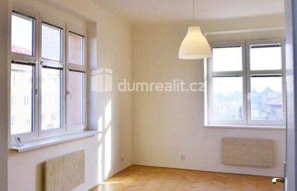 למכירה דירת 2 חדרים בפראג 3