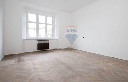 למכירה דירת 2 חדרים בפראג 7 שכונת הולשוביצה