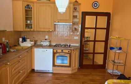 למכירה דירת 2 חדרים בפראג 8 במחיר מציאה!