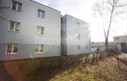 למכירה דירת 2 חדרים לפני שיפוץ בפראג 6