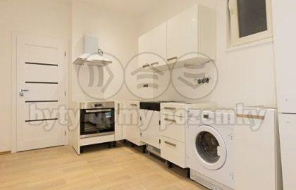 """למכירה דירת 2+1 בגודל 49 מ""""ר בשכונת הולושוביצה"""