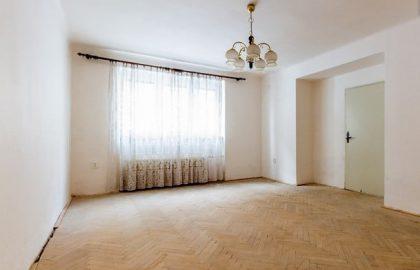 """למכירה דירת 2+1 על 67 מ""""ר בשכונת ורשוביצה בפראג"""