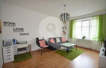 למכירה דירת 3 חדרים מודרנית בפראג 9