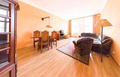 למכירה דירת 3 חדרים ענקית בפראג 1