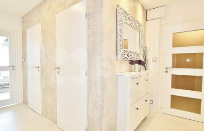 """למכירה דירת 3+kk מרהיבה בגודל 71 מ""""ר בפראג 6"""