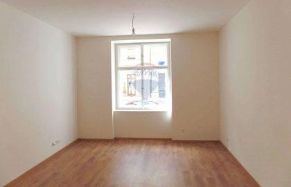 """למכירה דירת 4 חדרים, 81 מ""""ר בפראג 2"""