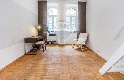 """נכס שמור: למכירת דירת 2+1 משופצת בגודל 51 מ""""ר בשכונת סמיחוב, פראג 5"""