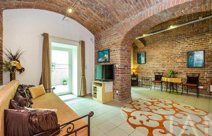 """למכירה דירת 52 מ""""ר יפהפיה עם מרפסת בפראג 5 ליד הנהר"""