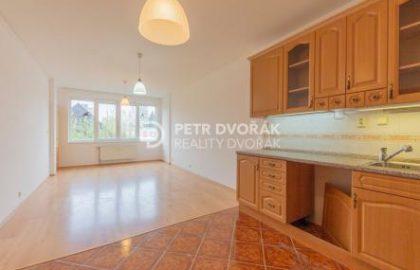 """למכירה דירה בפראג 6 מרווחת ומוארת בגודל 70 מ""""ר"""