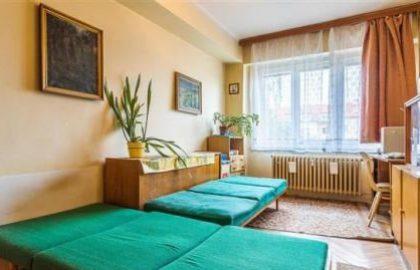 למכירה בפראג 7 שכונת הולשוביצה דירת 3+1 עם מרפסת