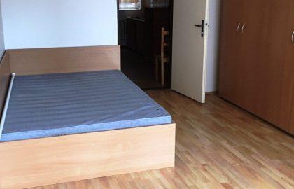 """למכירה דירת 1+1 בגודל 40 מ""""ר בפראג 8"""