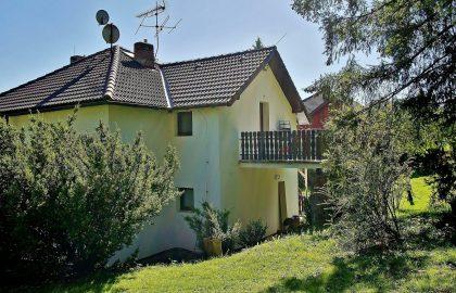 """למכירה בית בגודל 180 מ""""ר על קרקע של 2 דונם"""