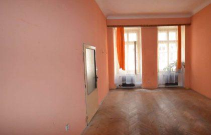 למכירה דירת 2 חדרים ליד בית הכנסת הירושלמי המפואר בפראג 1
