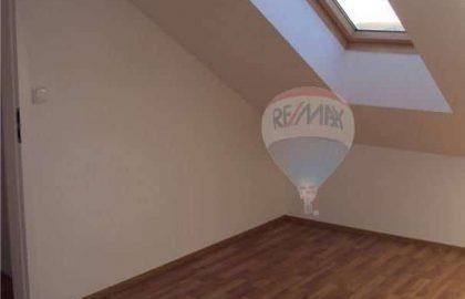 דירת 4 חדרים + KK למכירה בפראג 7