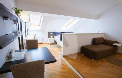 """למכירה בסמיכוב בפראג 5 דירת 1+1 בגודל 40 מ""""ר"""
