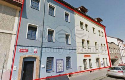 """למכירה בפילזן  2 בנייני דירות בגודל 700 מ""""ר"""