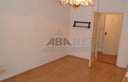 """למכירה בפראג 9 דירת 1+1 בגודל 35 מ""""ר"""