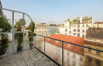 """למכירה דירת 1+1 בגודל 29 מ""""ר בפראג 1"""