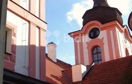 """למכירה ב- Nové Dvory טירה עתיקה בגודל 3500 מ""""ר"""