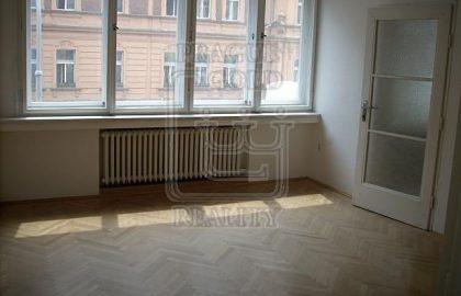 """למכירה בפראג 1 דירת 1+1 בגודל 44 מ""""ר"""